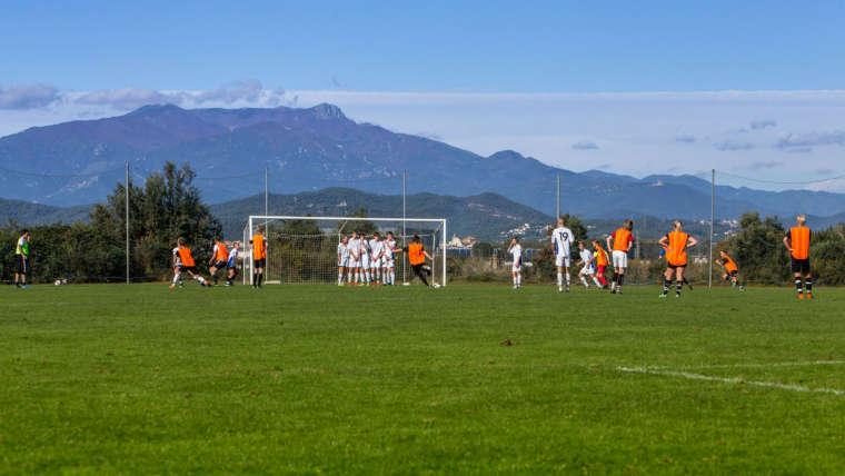 Zimowe i letnie obozy piłkarskie w sezonie 2022